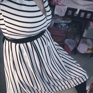 Dresses & Skirts - LuLAROE black & white stripe Amelia dress size xs